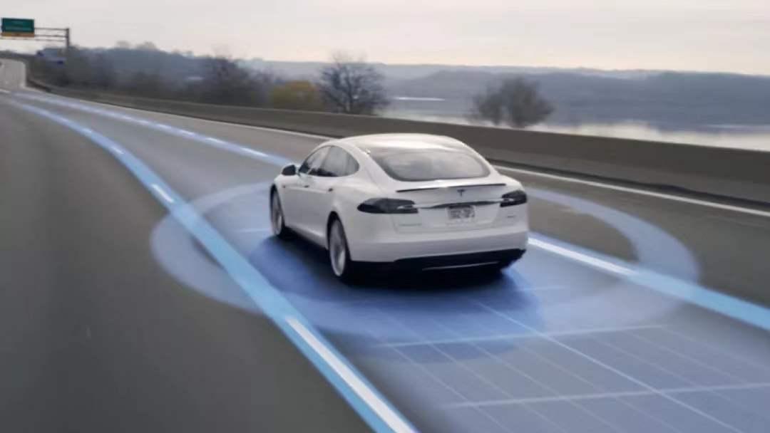 特斯拉「完全自动驾驶」功能可能年底就要来了