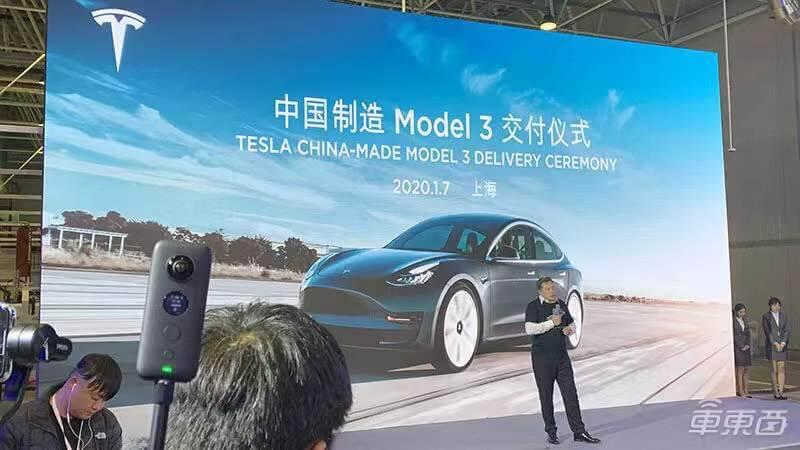首批国产特斯拉Model 3交付!新闻联播21秒报道!